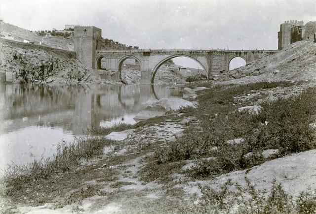 Puente de San Martín en junio de 1905. Fotógrafo anónimo. Colección Luis Alba. Ayuntamiento de Toledo