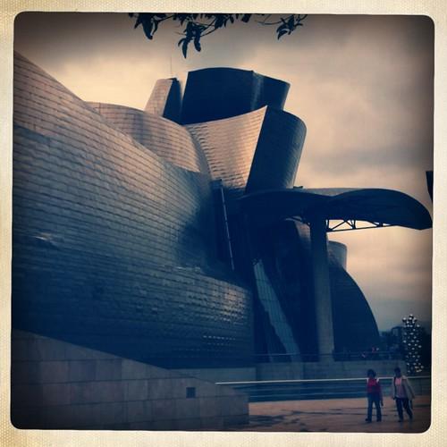 <span>bilbao</span>Vetro, acciaio e calcare. Il Guggenheim più Guggenheim del mondo.<br><br><p class='tag'>tag:<br/>luoghi | cultura | bilbao | </p>