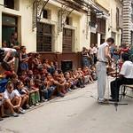 La Habana: Actividad con niños en la calle Obispo