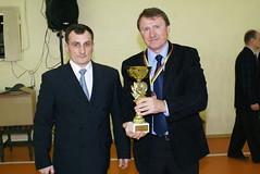 A.Kasteckas su klubo prezidentu V.Bučium, kuriam buvo įteikta taurė bei medalis