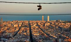 Colgados (SlapBcn) Tags: barcelona skyline panoramica slap botas zapatillas nikeair eixample guinardo colgados 18200vr nikond80 penjats goldstaraward slapbcn encaranopenjolesbotes