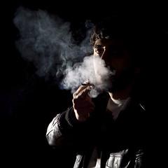 Fumando espero (davic) Tags: david 50mm smoke flash smoking explore getty humo rober gettyimages cornejo onblack davic fumando views400 hvl56am roberray davidcornejo albumextrafilm