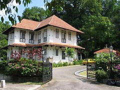 Bishop Bourne's bungalow : exterior (PicturesSG) Tags: singapore snap bishop bungalow residentialbuildings nlb bournes architectureandlandscape singaporepictures buildingtypes 72dpijpegonly