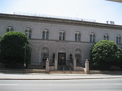 Front view of the U.S. Mint in Denver. (07/03/2008)