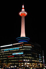 Kyoto Tower (SBA73) Tags: city building tower japan architecture modern night lights luces noche arquitectura kyoto torre nippon kioto kansai nihon mirador jap nit neons ciutat llums kyototower japn anawesomeshot aplusphoto kyototawa