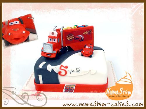mack Truck cars cake