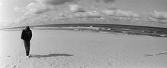 7 (Annatern) Tags: sea blackandwhite bw panorama film beach 35mm nationalpark seaside lomo lomography sand solitude loneliness russia horizon wide balticsea scan horizont kaliningrad russiancamera solitaryfigure fujineopanss fujifilmneopanss100 kurshskayakosa