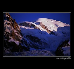 Mont-Blanc - Chamonix - France (pdel64@photography) Tags: pink blue roof sunset mountain snow france alps nature rose azul montagne alpes landscape soleil high europe blu top altitude air 300mm bleu ridge summit neige kodachrome alpen nikkor paysage pure chamonix shining niebieski froid montblanc pur argentique limpid diapo bluecolor naturel  crte 4810 nikonf4s massifdumontblanc nikoniste francelandscapes couleurbleu tunneldumontblanc philippedelobel couchephilippe delobelnikon alt4810 alt4810m toiteurope pdel64 pdelobel phildelobel