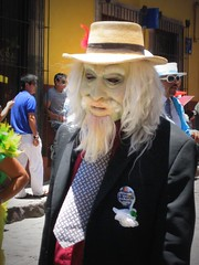 dia de los locos/ weary and anemic (msdonnalee) Tags: costumes festival mexico parade masks carnaval mexique mexiko mexicanfestival diadeloslocos dayofthecrazies photosfromsanmigueldeallende junefestivalsinmexico