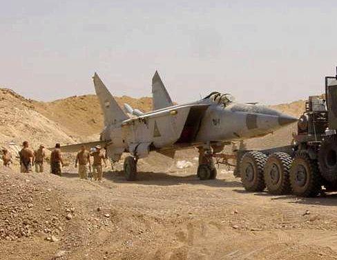 Mig-25 enterrado no Iraque