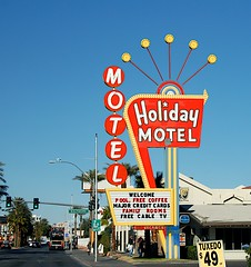 Holiday (podolux) Tags: vegas signs sign nikon neon lasvegas nevada motel roadtrip nv neonsign nikkor 2008 18200 lasvegasblvd d80 vintagemotelsigns