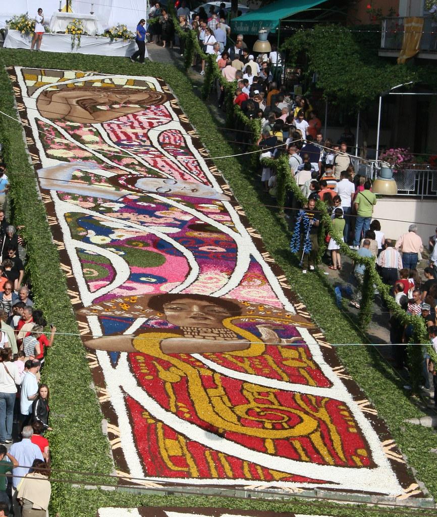 2580316567 ffb1470e8f b Infiorata – the Italian flower festival in Genzano [35 Pics]