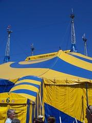 Anglų lietuvių žodynas. Žodis circus tent reiškia cirko palapinė lietuviškai.