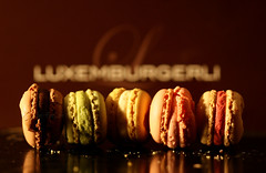 [mak-uh-ROON] (*The-FarSaH*) Tags: canon switzerland sweets heavenly 30d macaroons amaretti luxemburgerli farsah