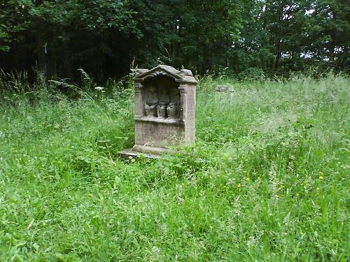 Matronenstein im Kräuterhain