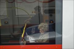 Wien  #5 (e n i k ő) Tags: vienna wien bus reflections waiting 2008 riflessi ordinarypeople signoraanziana sfidephotoamatori agedlady hoscattatounafotoavolodellasignoracheaspettavalautobusminutidopolhorivistasulmezzoinunacittàgrandecomeviennamisembravadavveroinverosimilequestasignoraeranemmiodestinomeritadessereimmortalata