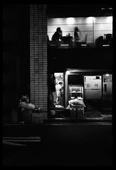 Just another Night in Tokyo (gullevek) Tags: voigtlnderbessar2a film fuji fujineopansuperpresto1600 iso1600 voigtlndercolorskopar35mmf25 blackandwhite  japan tokyo     japanese japanesepeople japanesepersons people light lights night  glas street  trash geo:lat=35667505 geo:lon=13976599 geotagged