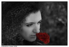 Profumo di rosa (^^^Valentina Zama^^^) Tags: portrait blackandwhite estate rosa sguardo erba mano sole fiore ritratto viso biancoenero profumo riccioli camucia valentinazama