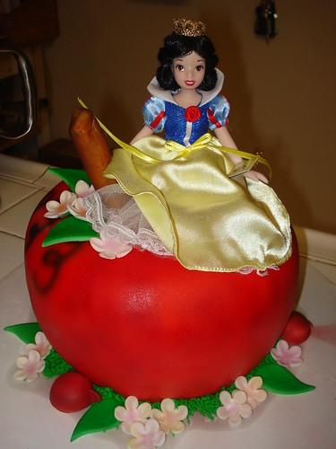 snow white cake www.charleyandthecakefactory.com