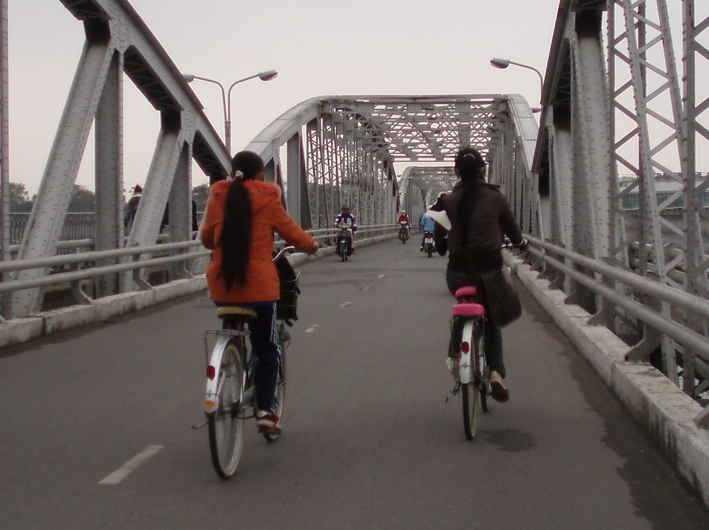 PB230012a Truong Tien Bridge