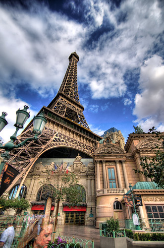 The Eiffel Tower in Las Vegas (3Ex HDR)