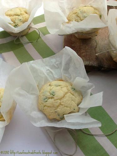 Muffin di mais bianco con piselli e gorgonzola
