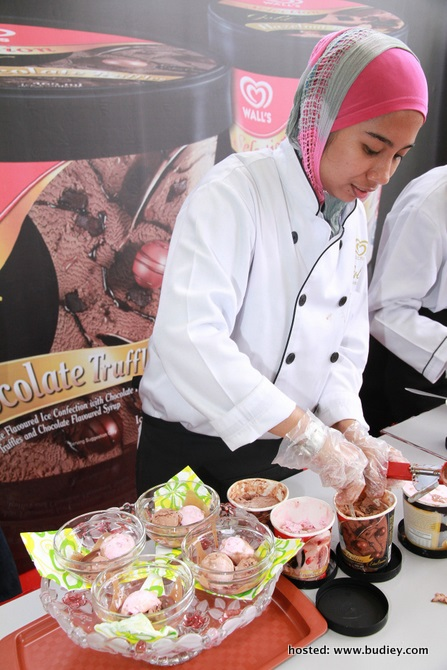 New Dessert Chef Rabitah Binti Harun In Preparation Of Her Delicious Dessert Indulgence With Wall'S Selection Gold Ice-Cream
