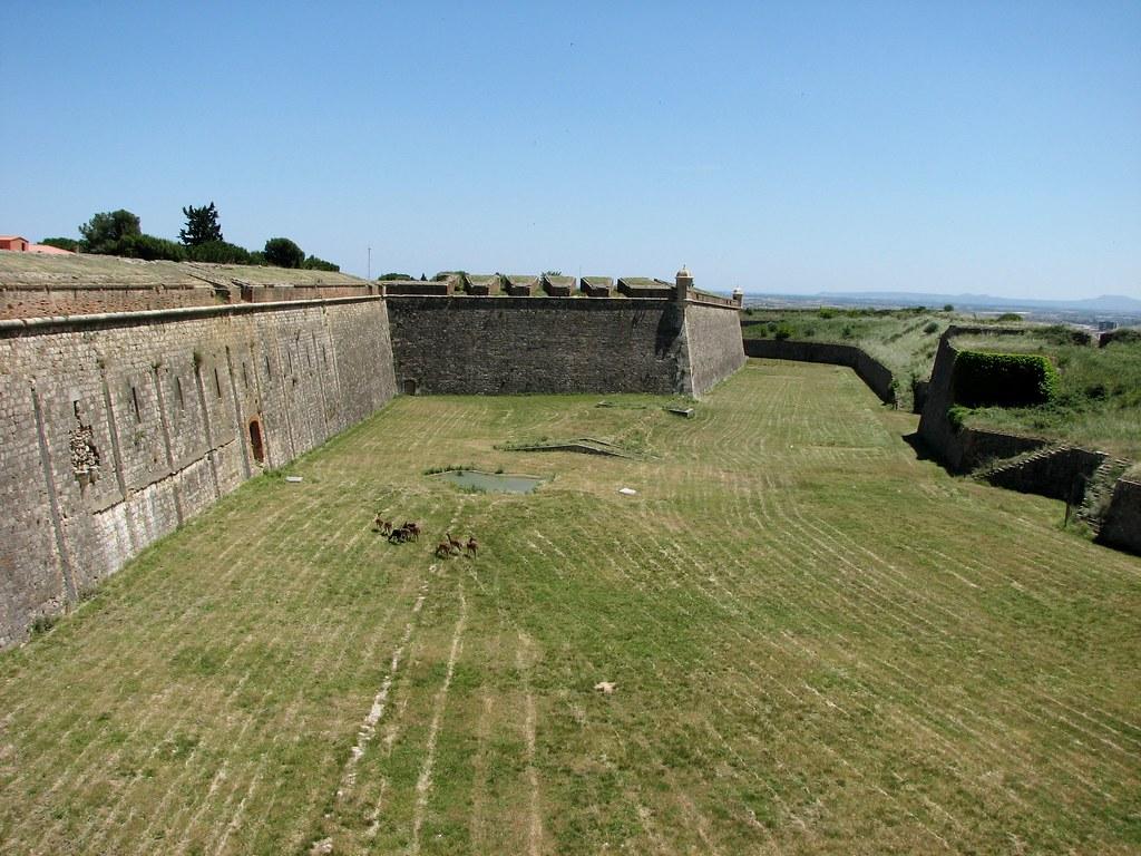 Стены крепости Сан Ферран