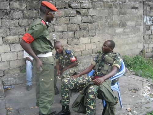 military police along poids lourd