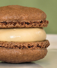 Chocolate Macarons with Caramel Cream 3404 R
