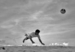 "play of the day "" Mee aharumenge faharu"" (ahmed (John)) Tags: sky people white black beach ball john football sand flickr head games lagoon ahmed overhead interest excellence yougotit saff plus4 shiham plus4excellence maldves invitedphotosonlyplus4"