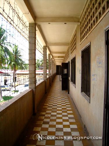 s21 school corridor