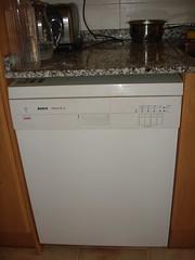 101 (Chesi - Fotos CC) Tags: piso nevera lavavajillas electrodomsticos electrodomsticosantiguos