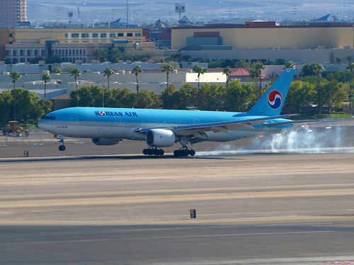 대한민국 터치다운 - McCarran Intl Airport, NV USA (CC) gTarded at Flickr