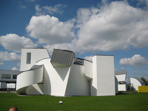 Gehry - Vitra Design Museum Backside | Design Verner Panton | powered by tagwerc