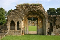 Hailes Abbey - Ancient doorway (Heaven`s Gate (John)) Tags: old sculpture art history abbey grass stone architecture ancient arch ruin carving doorway vault englishheritage hailesabbey johndalkin heavensgatejohn travelon5photosaday