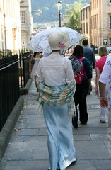Walking away (Fe em Brasil) Tags: portrait woman hat costume bath parasol janeausten views100 lostinausten