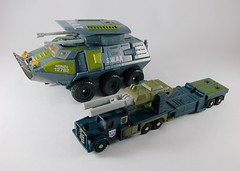 Transformers Onslaught Universe Ultra vs Onslaught G1 (by mdverde)