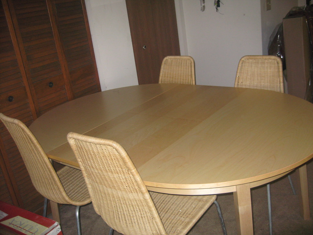IKEA dining table 4 convertible for 6 - LIKE NEW