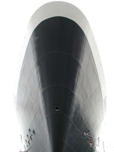 QM2 bow
