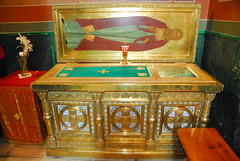 San Antonio de Radonezh (abarrero2000) Tags: saint shrine russia holy bones orthodox relics reliquien reliquary urna reliquias reliques hieromonk chsse relicario schren reliquaire schrijn reliquienschrein