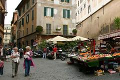 VIDA EN LA CALLE, ROMA (ngel mateo) Tags: plaza italy roma calle italia gente fruta paseo empedrado frutera ngelmartnmateo ngelmateo