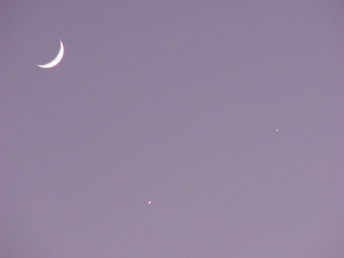 Moon-Venus-Jupiter Conjunction 1, 1 Dec. 2008