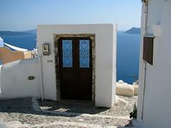 Another door to the sea (Carlitos) Tags: sea island mar europa europe santorini greece grecia isla oia cyclades thira thera ellda  cicladas