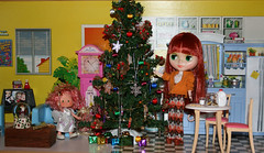 getting ready for Christmas (gemini angel's art and dolls) Tags: christmas tree kitchen vintage doll barbie redhead clothes decorating blythe strawberryshortcake dollhouse modmolly giftspresent