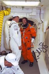 STS-124 (TT Photo TCDT White Room Nyberg 1 signée Nyberg) (famille.sebile) Tags: space astronaut ham nasa autograph shuttle kelly discovery cosmonaut autographe iss esa fossum signed docking garan astronaute nyberg cosmonaute cnes sts124 hoshide chamitoff