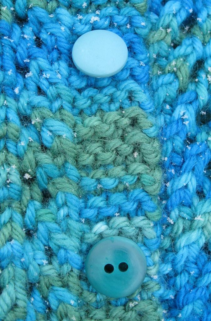 FebruaryBabySweater_napit2