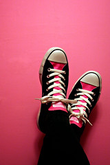 i feel like molly ringwald (tamelyn) Tags: new pink feet bathroom shoes sneakers 80s converse kicks chucks allstars pinkandblack youknowwhoyouare ilovethem msh0408 thanksfortalkingmeintobuyingthem msh040817