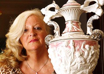 Judy Moran w Lewis' ashes