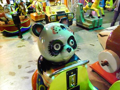 目が逝ってるパンダ